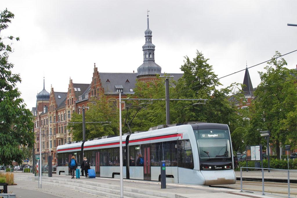 Seitenansicht eines Stadtbahnzuges Aarhus